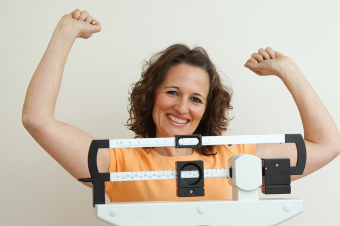 Diet woman on scale res 700